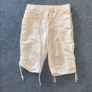 Style & Co White Capri Pants Size 8